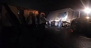Ох, нелегкая эта работа: на трассе «Таврида» съехал в кювет и увяз грузовик