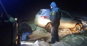 На плато Караби-яйла «КРЫМ-СПАС» эвакуировал из снежного заноса автомобиль