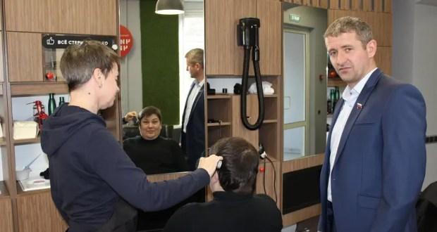 «Доброволец» запускает проект «Социальная парикмахерская» в Балаклавском районе