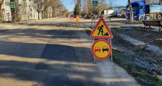 Ремонт дорожного полотна на ул. Крестовского в Балаклаве обещают завершить до конца апреля