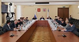 Чиновников в Крыму призвали работать удаленно