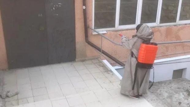 В Ялте усиленную уборку общественных территорий коммунальщики проводят ежедневно