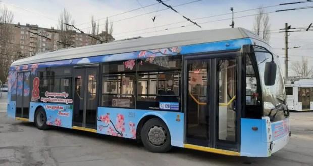 «Праздничные» троллейбусы выйдут на маршруты в Крыму накануне 8 марта