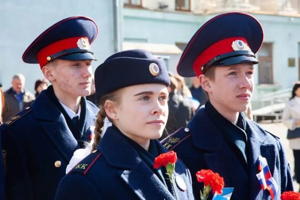 """Владимир Константинов назвал события """"Крымской весны"""" - феноменальным явлением. """"Был потрясающий эмоциональный подъем. Такое бывает один раз в жизни. Я не уверен, что это еще повторится. Люди и власть, отбросив все свои меркантильные интересы, объединились в едином порыве. Это феноменальное явление, которое называется """"Крымская весна"""". У нас были одни ожидания — это мир и спокойствие в регионе. Мы уходили от угрозы уничтожения, которая надвигалась со стороны Киева. Весна в полном смысле состоялась!"""" - сказал журналистам Председатель Госсовета."""