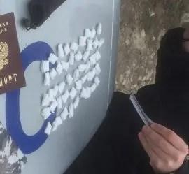 "В Керчи буквально ""за руку"" поймали закладчика наркотиков"