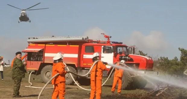 Вертолет, десятки машин и свыше ста спасателей тушили «лесной пожар» под Симферополем