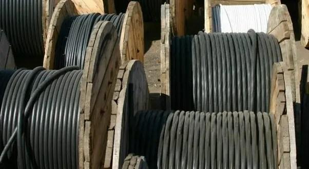 """Для """"поправки материального положения"""". В Симферополе двое парней украли 4 бухты кабеля"""