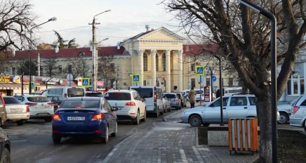 """Всё для """"фронта"""" - Правительство Севастополя отдало служебные авто волонтёрами и медикам"""