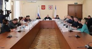 Глава Крыма Сергей Аксёнов настаивает: решать проблемы крымчан можно и по телефону