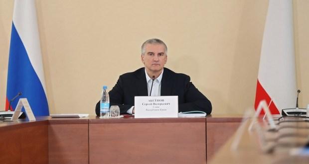 На Пасху «дежурным по Крыму» остается один Сергей Аксёнов