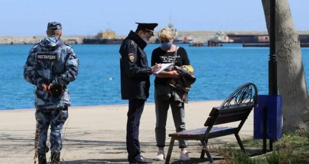 В Феодосии полицейские контролируют исполнение режима ограничительных мер