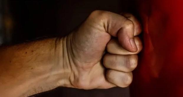 Семейный конфликт в Красноперекопском районе: внук угрожал расправой бабушке