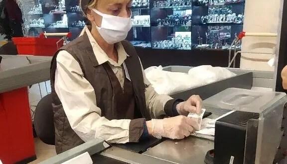 Хроники коронавируса в Крыму: кто-то работает, кто-то боится выходить работать