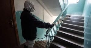 Дезинфекцию в севастопольских домах проводят не только коммунальщики, но и... военные