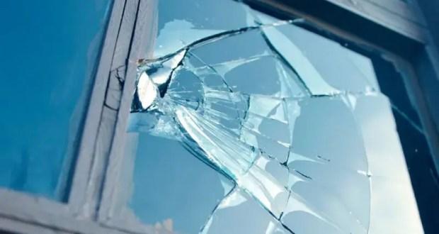 """Избил мужчину, подрался с братом, перебил окна в доме. """"Пьяный"""" инцидент в Симферополе"""
