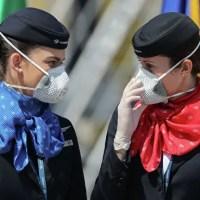 В самолетах все поголовно будут летать отныне в масках и перчатках