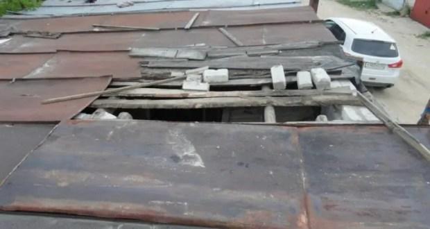 Охота пуще неволи: ради чужого мопеда в Симферополе вор разобрал крышу гаража