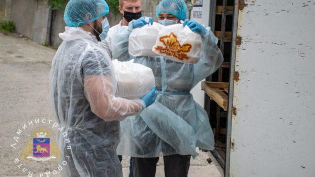 """Ялтинские хлебопекари и чиновники поддержали Всероссийскую акцию """"Спасибо врачам"""""""
