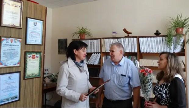 В Севастополе представители нотариата подарили телевизор местной организации Всероссийского общества слепых
