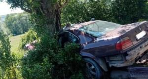 Жуткое ДТП в Бахчисарайском районе: BMW – в дерево. Не гоняйте, ребята!