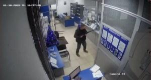 Украинец с автоматом «дестабилизировал работу банка» в Алуште. Получил тюремный срок
