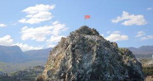 В честь юбилея Победы над знаковыми высотами «Артека» 1 мая взвились Красные Знамена