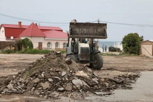 Лето грядёт? Нет, не слышали... В Севастополе стартовала реконструкция набережной Парка Победы