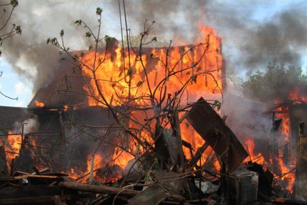 В Севастополе огнеборцы два с половиной часа тушили пожар
