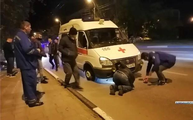 Ночное ДТП в Керчи: перевернулась «Скорая помощь»