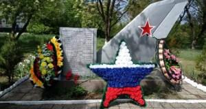 В поселке Гвардейское, под Симферополем после реставрации открыли памятник на Братской могиле