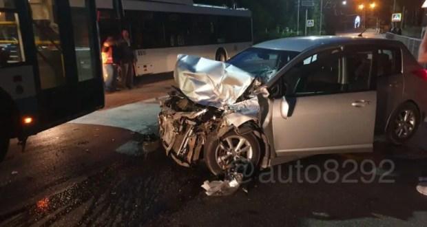 У автокрана отказали тормоза: ДТП в Ялте