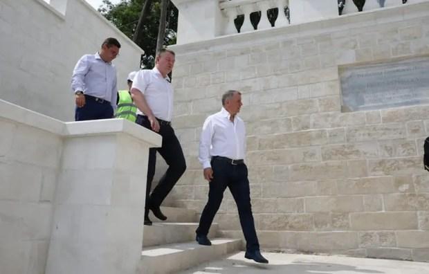 Как проходят ремонт и реставрация Митридатских лестниц в Керчи, проверил Владимир Константинов