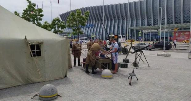 """В аэропорту """"Симферополь"""" развернули пост ПВО с зениткой и пулемётом"""