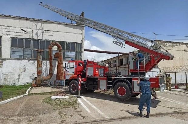 На территории керченской колонии тушили пожар. Учебный