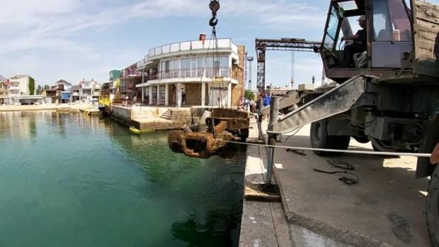 Водолазы «КРЫМ-СПАС» подняли со дна Черного моря исторический якорь