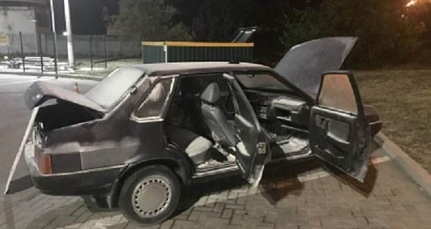Следователи устанавливают причины возгорания автомобиля на АЗС в Керчи