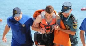 В Евпатории двух сёрфингистов унесло в море
