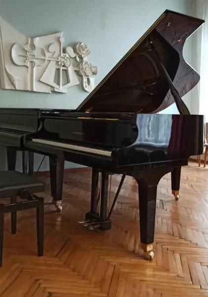 Севастопольская музыкальная школа получила долгожданные новые пианино и рояль