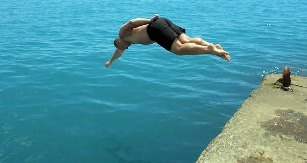 Первая жертва купального сезона в Крыму: на пляже в Новофедоровке мужчина неудачно нырнул