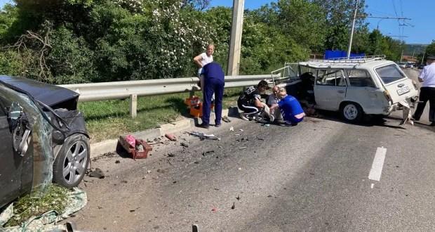 ДТП на Ялтинской трассе, под Симферополем: двое пострадавших