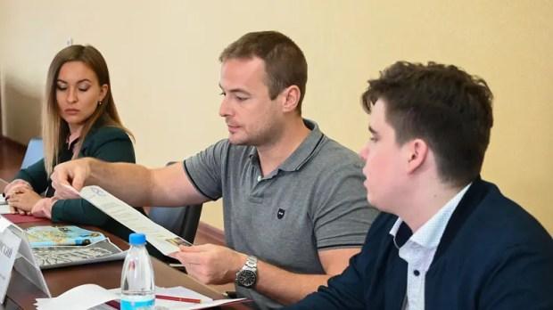 Сергей Аксёнов встретился с президентом Фонда развития русско-французских исторических инициатив