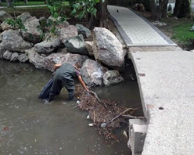 В Симферополе продолжается чистка русла реки Салгир