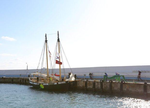 В День Военно-Морского Флота шхуна «Артека» приняла участие в параде в Севастополе