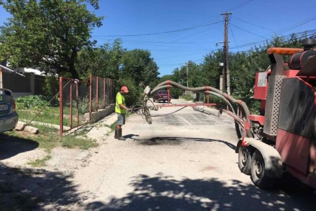 Как проходит в последние дни июля ямочный ремонт в Симферополе