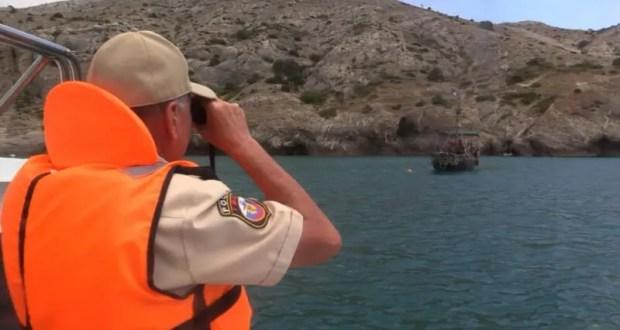 За сутки в Крыму никто не утонул. Спасатели выручили экипаж катера и каякеров