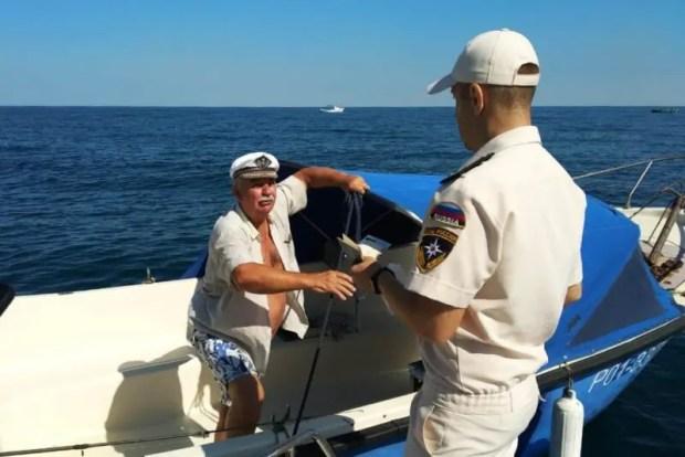 Сотрудники ГИМС дежурят в севастопольской акватории