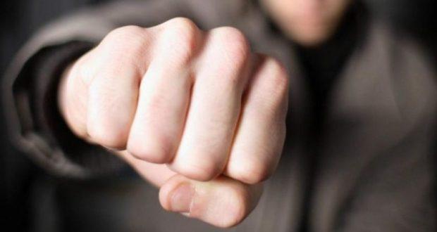 """Кулаком в лицо: в Симферополе нетрезвый парень ударил мужчину, потому что он ему """"не понравился"""""""