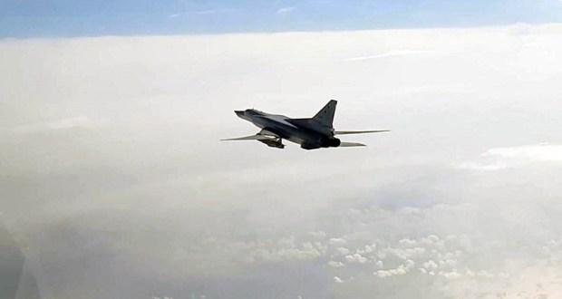 Министерство обороны России показало кадры полета бомбардировщиков Ту-22 над Черным морем