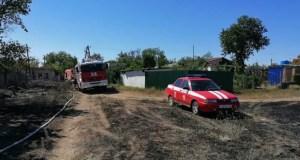 Пожар в Керчи: хозпостройки вспыхнули мгновенно