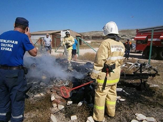В Ленинском районе Крыма сгорел «дом на колесах» - жилой автотрейлер